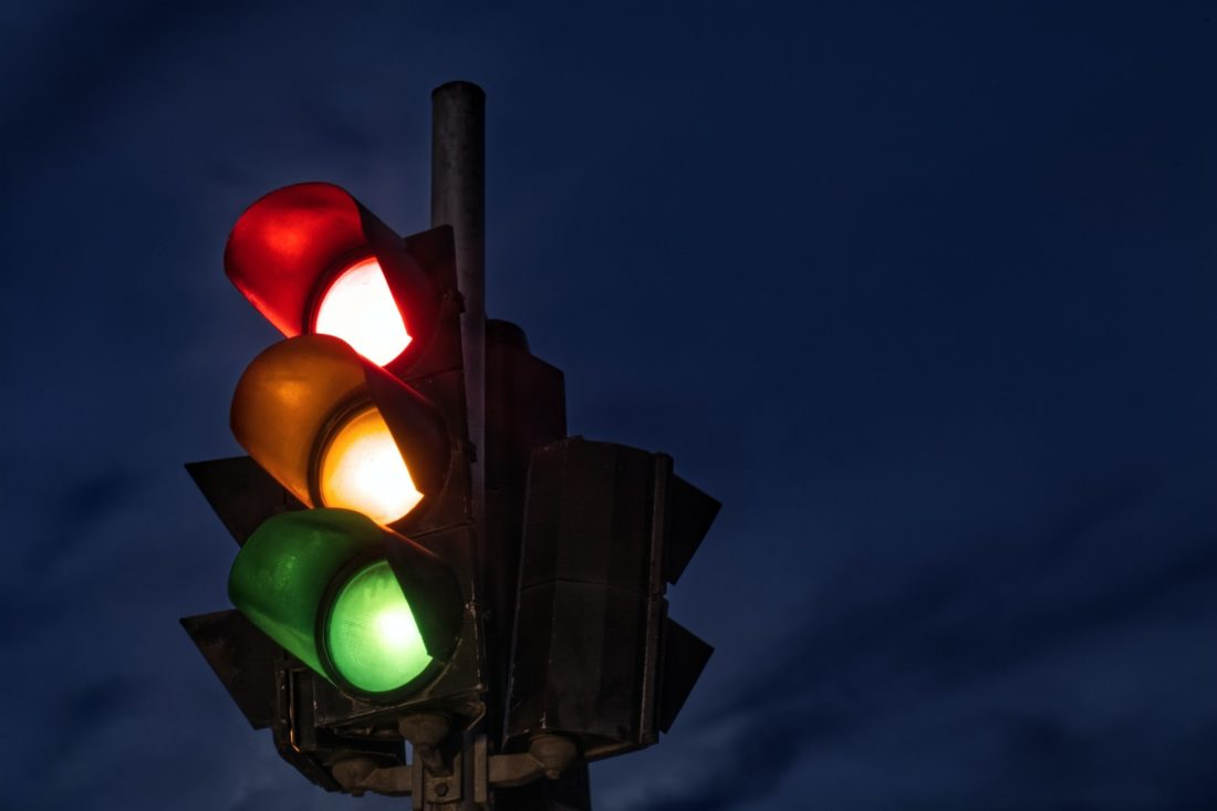 black traffic light turned on during night time
